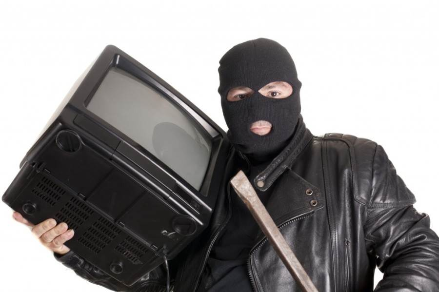 man-stealing-tv-1024x682